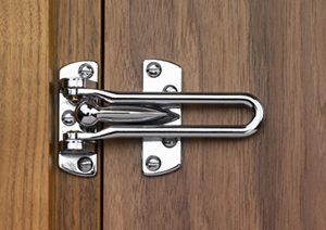 Chốt cửa